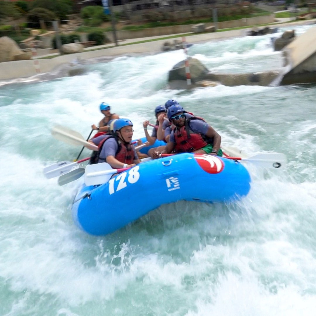 Fuqua students work together to build their teamwork and leadership skills at the U.S. National Whitewater Center in Charlotte, NC.